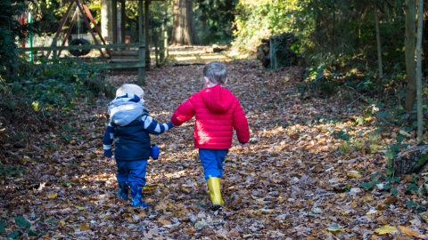 Nature Tots exploring Parkridge woodland